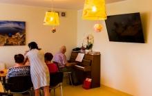 terapia zajęciowa, pianino, górna jadalnia