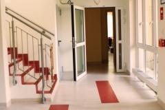 Klatka schodowa przed głównym wejściem